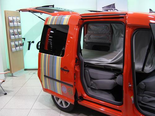 transformer sa voiture en cellule habitable. Black Bedroom Furniture Sets. Home Design Ideas