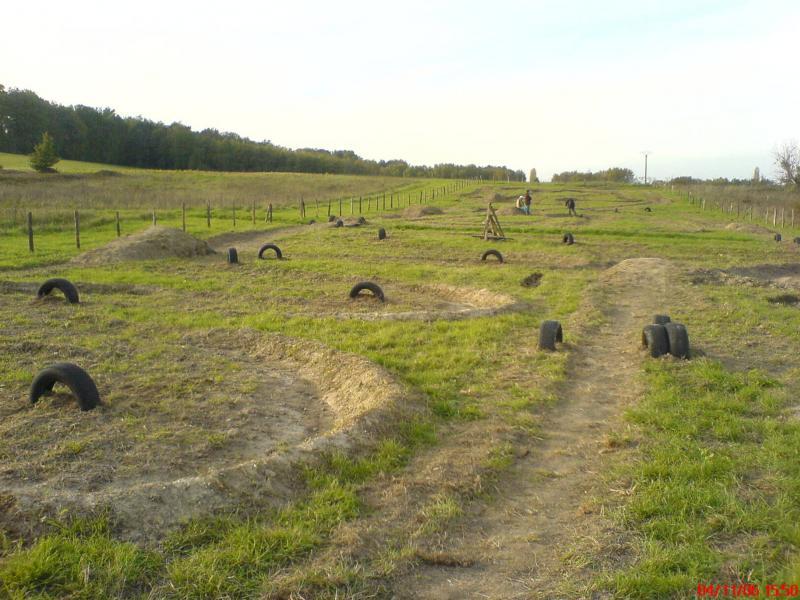 Quads session cr ation d 39 un terrain de cross for Peut on construire sur terrain agricole