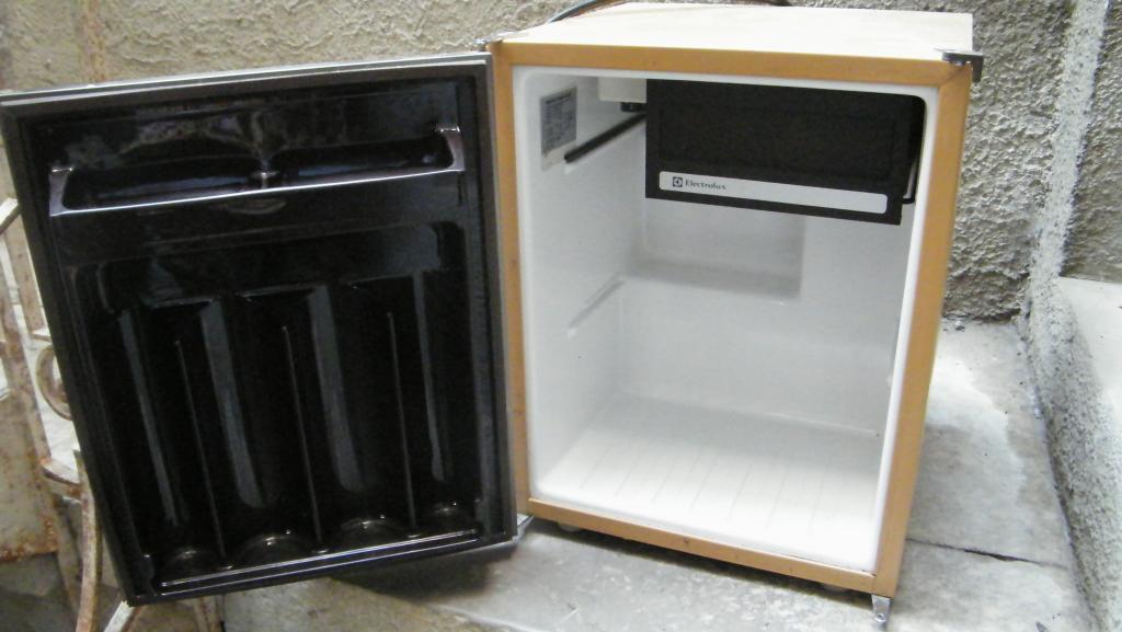 dirty monkey vendu frigo electrolux. Black Bedroom Furniture Sets. Home Design Ideas