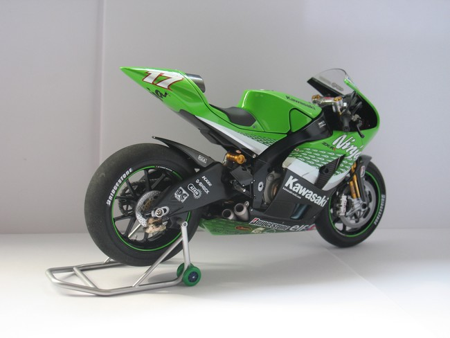 auto maquettisme kawasaki zx rr ninja 2006. Black Bedroom Furniture Sets. Home Design Ideas