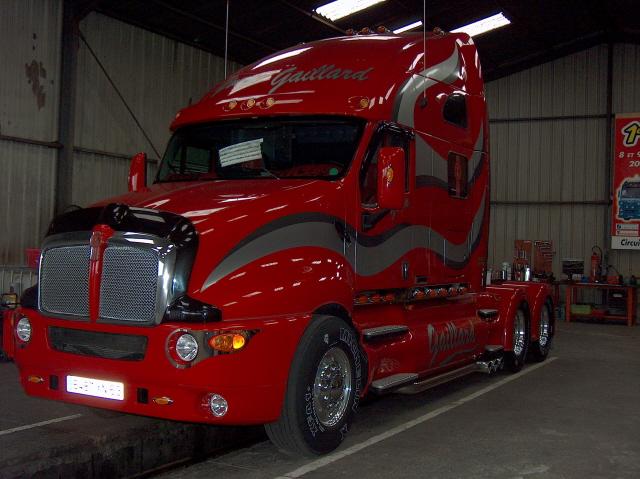 L amerique a sancoins camions americain for Camion americain interieur