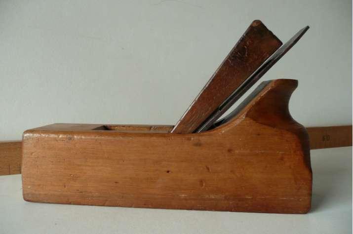 outils anciens art populaire rabot avec cale main. Black Bedroom Furniture Sets. Home Design Ideas