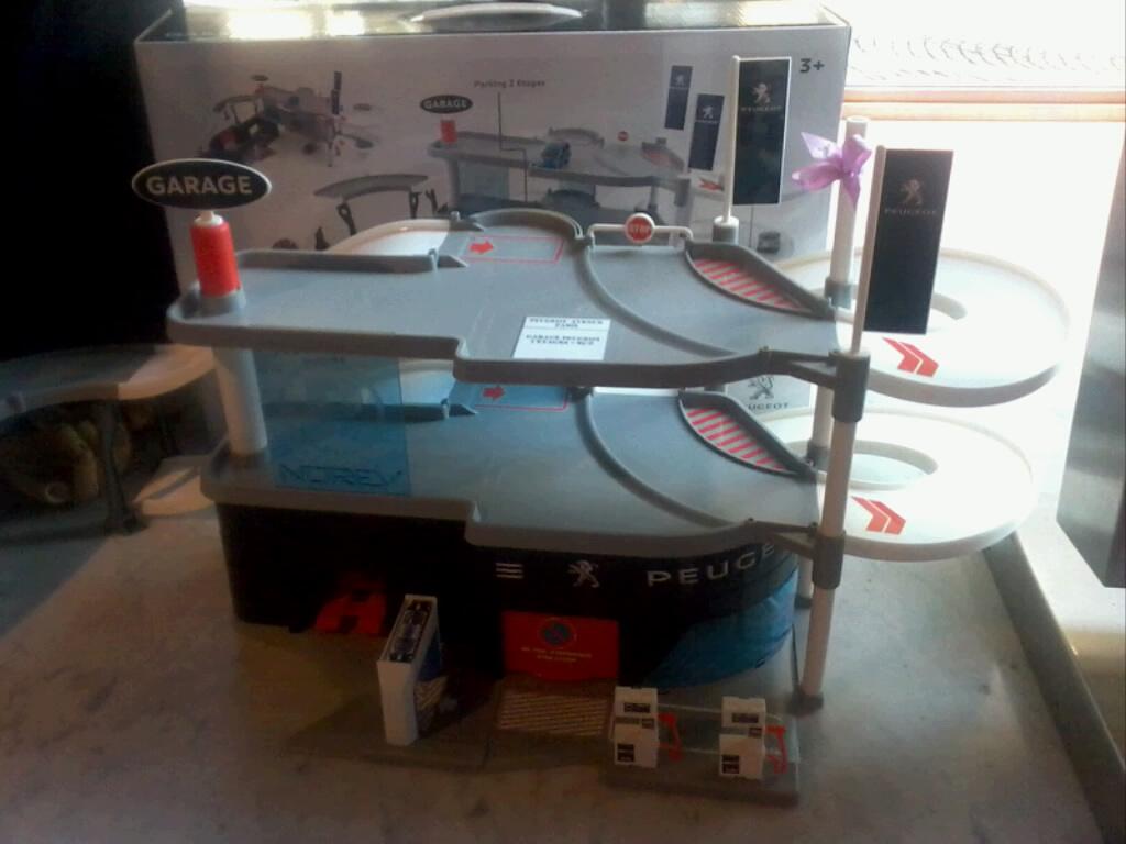 th me garages. Black Bedroom Furniture Sets. Home Design Ideas