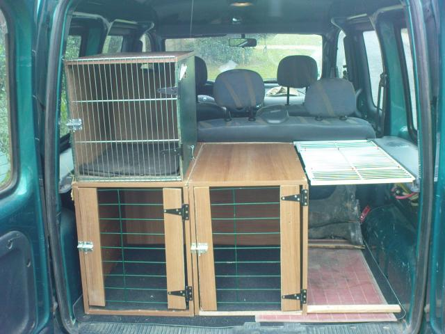 caisses de transport pour chiens. Black Bedroom Furniture Sets. Home Design Ideas