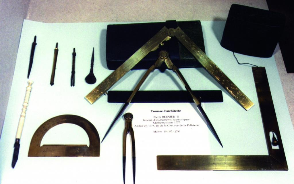 Outils anciens art populaire compas for Outils architecte