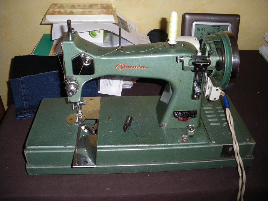 Les f es tisseuses machine omnia manufrance for Machine a coudre omnia