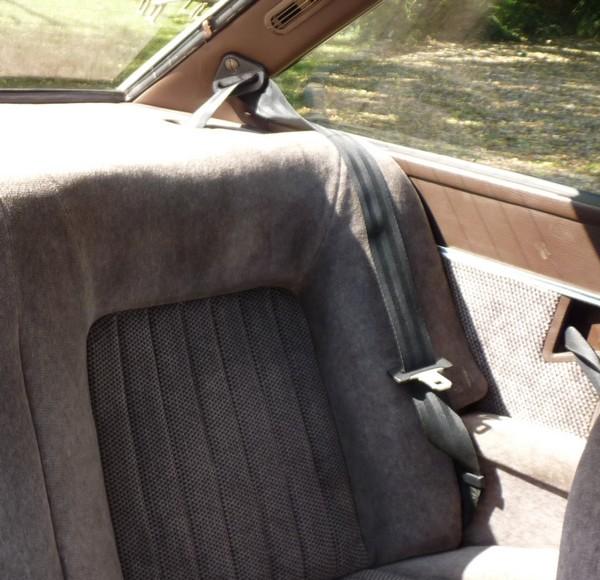 a quoi sert une ceinture de s curit dans une voiture voitures. Black Bedroom Furniture Sets. Home Design Ideas