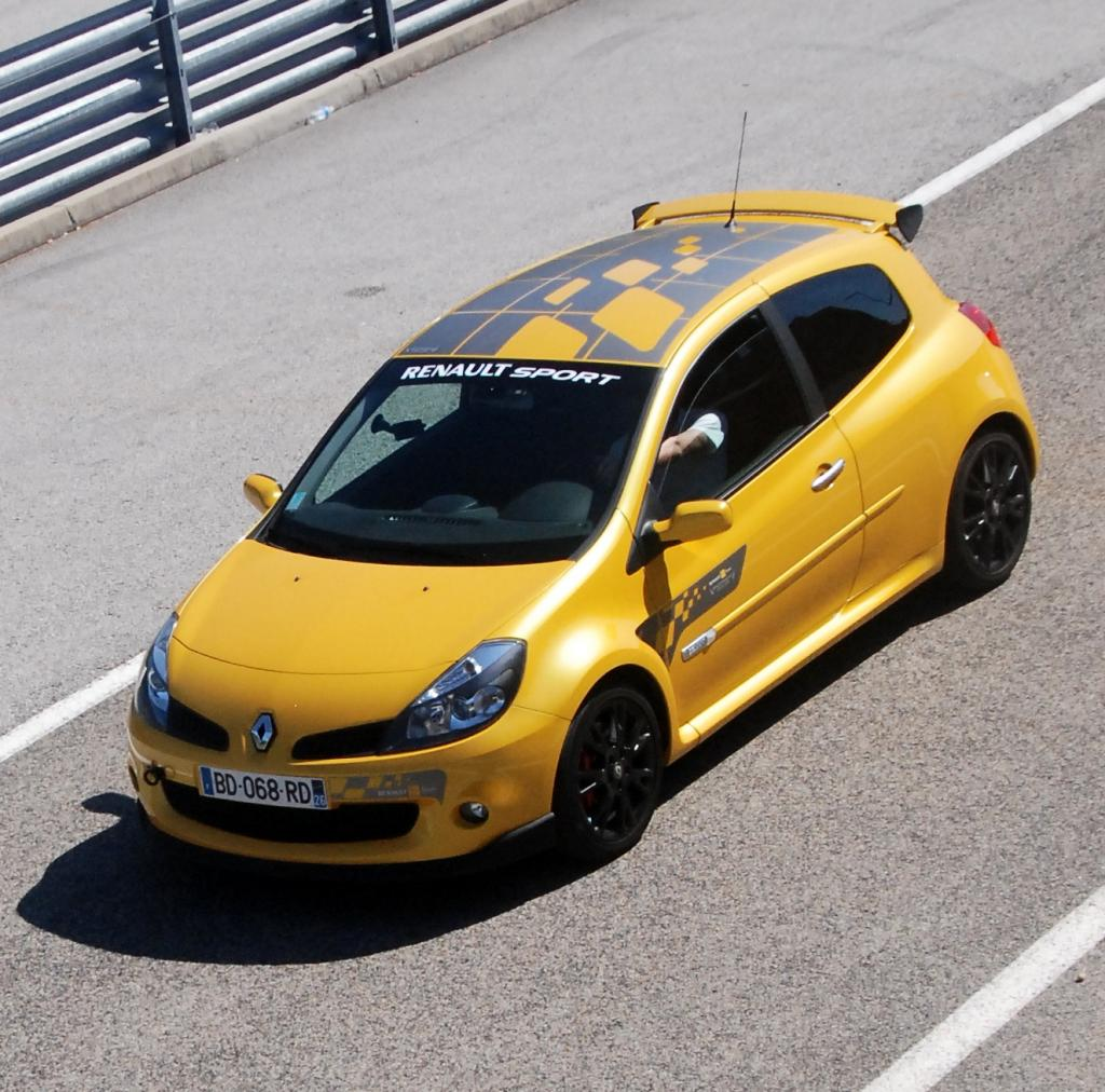 26 clio 3 rs f1 team video circuit clio rs concept. Black Bedroom Furniture Sets. Home Design Ideas