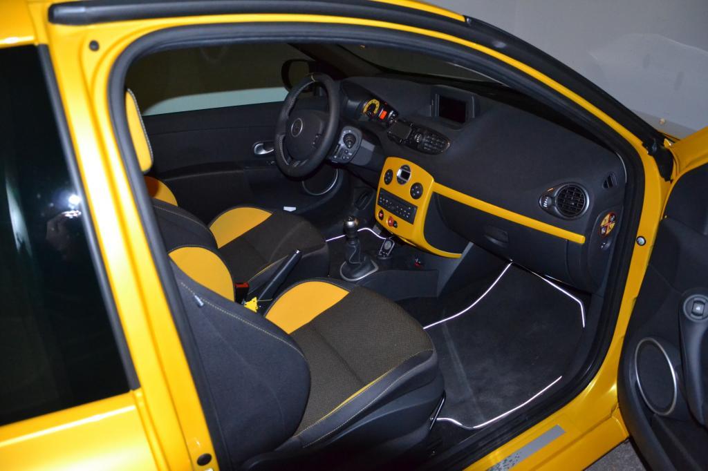 ma clio 3 rs2 jaune sirius clio rs concept. Black Bedroom Furniture Sets. Home Design Ideas
