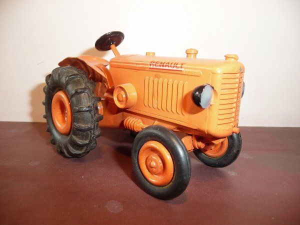 les renault d 39 avant guerre les tracteurs renault de c i j 1 15 me 1 30 me. Black Bedroom Furniture Sets. Home Design Ideas