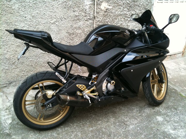yzf r125 nouveau prix vends mon yzf r125 2011 garantie mars 2013. Black Bedroom Furniture Sets. Home Design Ideas