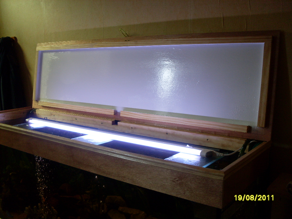 Aquarouen fabrication d 39 un couvercle d 39 aquarium en bois for Couvercle aquarium 120x40