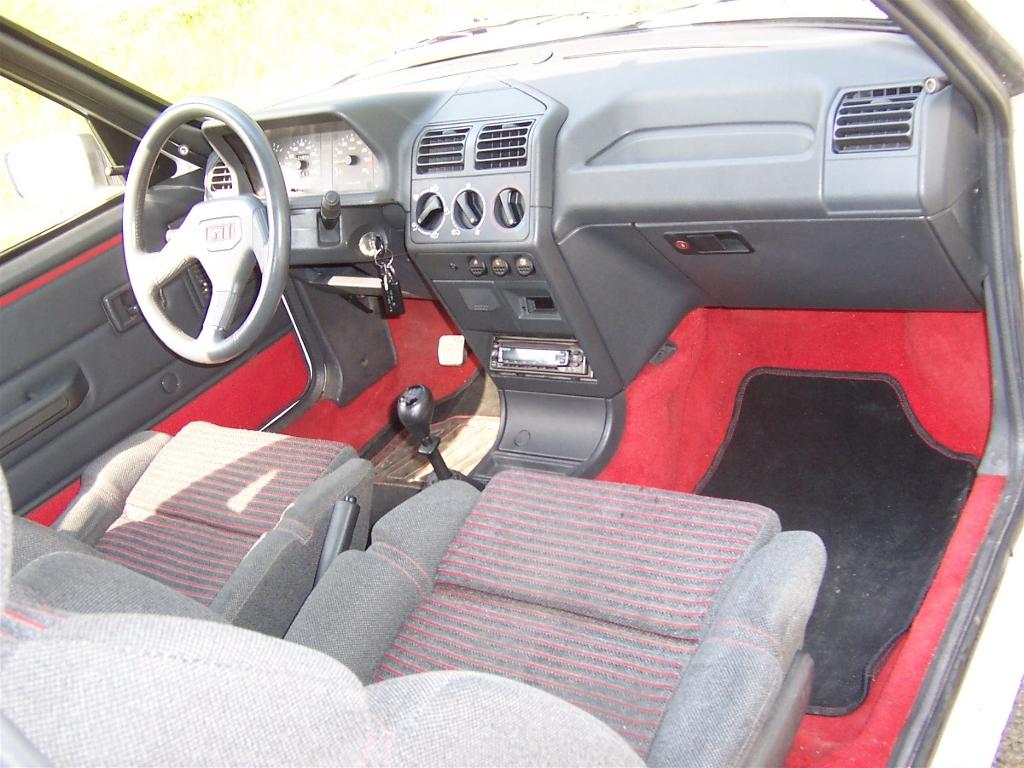 Passion auto qu bec la 205 gti 1 6 115 cv for Interieur 205 gti