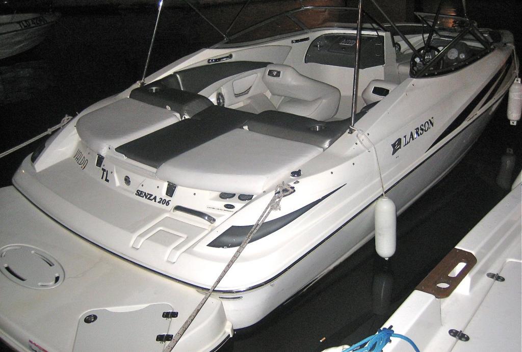 cb1300    bateaux