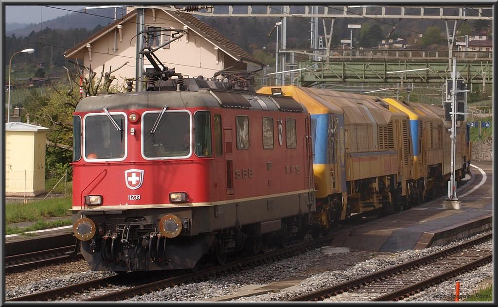 Spot du jour ferroviaire. Nouvelles photos postées le 28 Novembre 2016 Re-44-ii-11239-po...y-cff_01-34103ab
