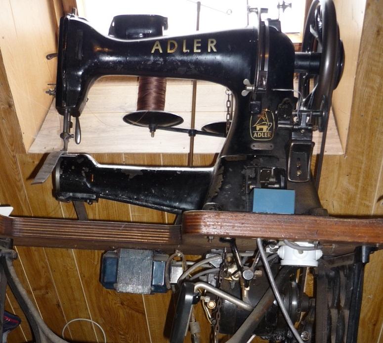 Outils anciens art populaire machine coudre canon adler 5 6 - Coudre le cuir ...