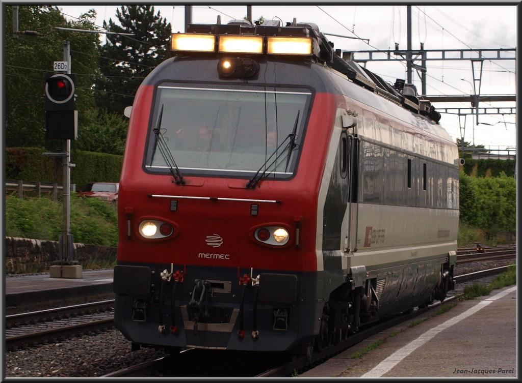 Spot du jour ferroviaire. Nouvelles photos postées le 28 Novembre 2016 Xtmas-mermec-roge...0-cff-01-35b7396