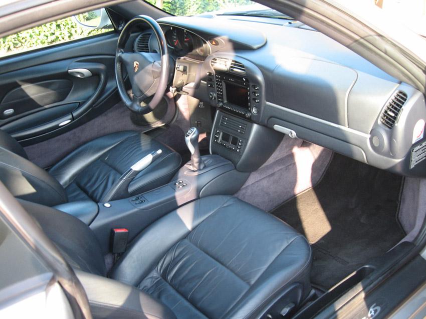 Importer auto et sportive de luxe a quoi ressemble l for Porsche 996 interieur