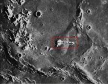 Les ovnis :: Photos d'étranges structures sur la lune