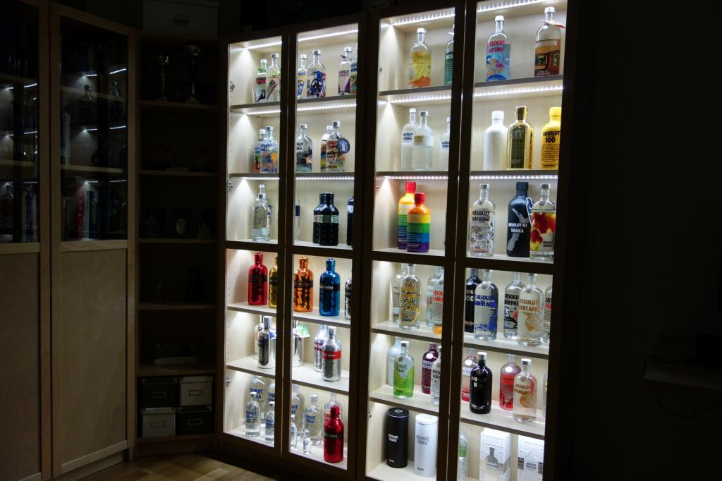 Absolut vodka Forum  Ikea Billy bookcase + LED u003d Display for Dummies tutorial. & Absolut vodka Forum :: Ikea Billy bookcase + LED u003d Display for ...