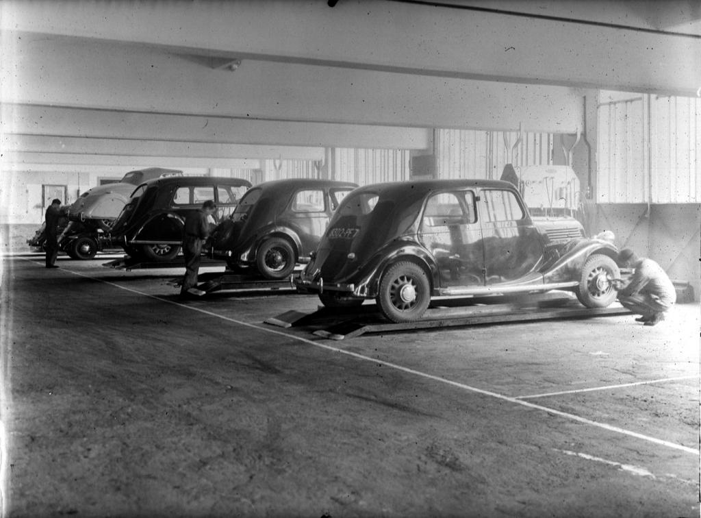 Les renault d 39 avant guerre scoop du jour dans un garage for Garage renault evrecy 14