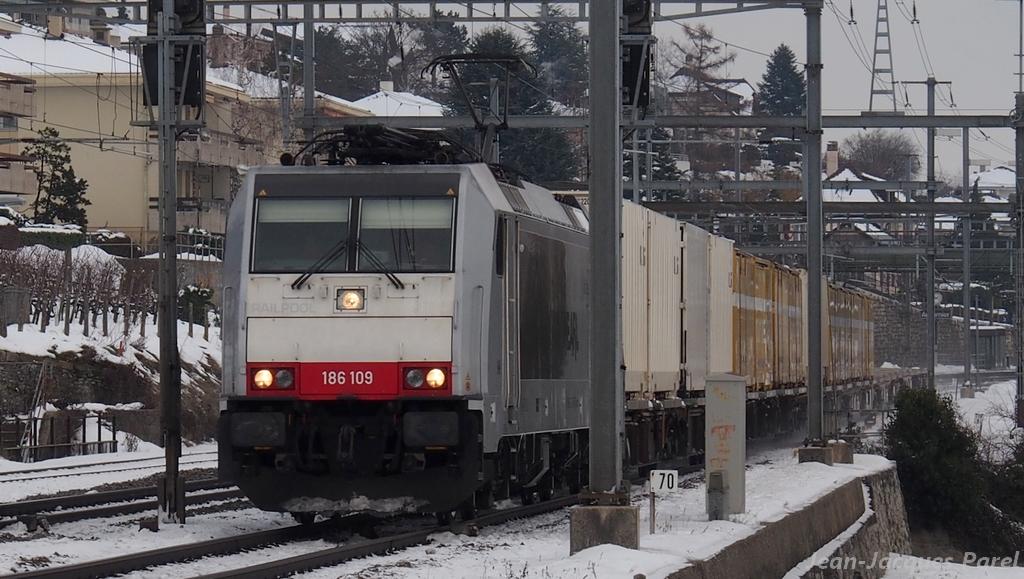 Spot du jour ferroviaire. Nouvelles photos postées le 28 Novembre 2016 Br-186-109-railcare_01-3a52e19