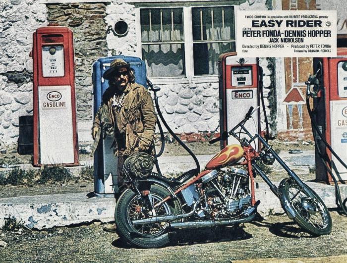 Vieilles photos (pour ceux qui aiment les anciennes photos de bikers ou autre......) - Page 3 Peter-fonda_hdr-3bb473b