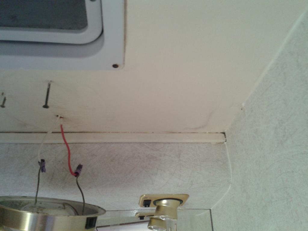 C25 j5 ducato et d riv s infiltration d 39 eau qui a tach le plafond - Infiltration d eau plafond ...