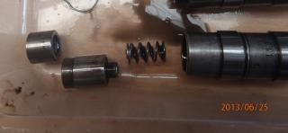 quel est le couple de serrage  des culbuteur sur un s3 2.5td? P6250028-poussoir-d-mont--3f60fba