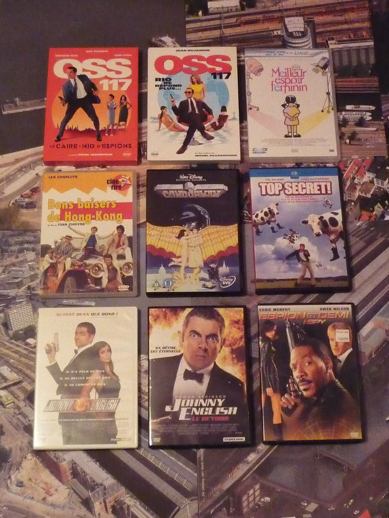 quelques VHS / DVD liés à James Bond ou aux James Bond Girls 348-p1130619-42dc4ef