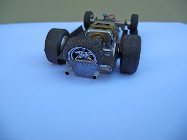 LOLA T70 au 1/32 et chassis COX P1080722-1--40e5287