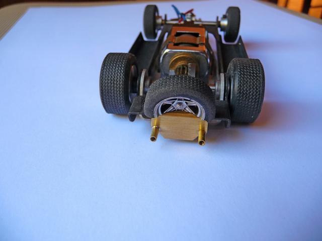 LOLA T70 au 1/32 et chassis COX P1080710-1--40c842b