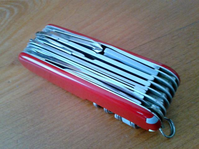 Ma collection Victorinox et wenger. [par Lucke] 2013-08-07-13.04.38-4011792