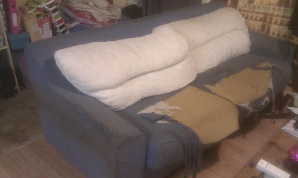 les f es tisseuses une semaine pour renover un canap. Black Bedroom Furniture Sets. Home Design Ideas