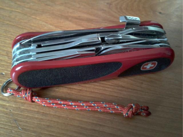 Ma collection Victorinox et wenger. [par Lucke] 2013-06-009-3eb8479