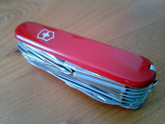 Ma collection Victorinox et wenger. [par Lucke] 2013-08-07-13.05.05-401175d