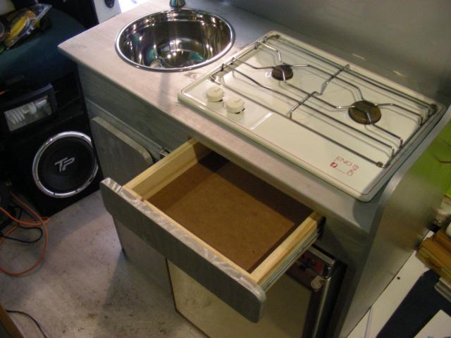 Elegant meuble cuisine multivan en vadrouille c j ducato for Meuble cuisine camping car