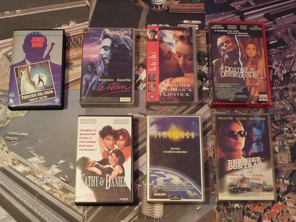 quelques VHS / DVD liés à James Bond ou aux James Bond Girls 146b-p1140067-42dd9ed