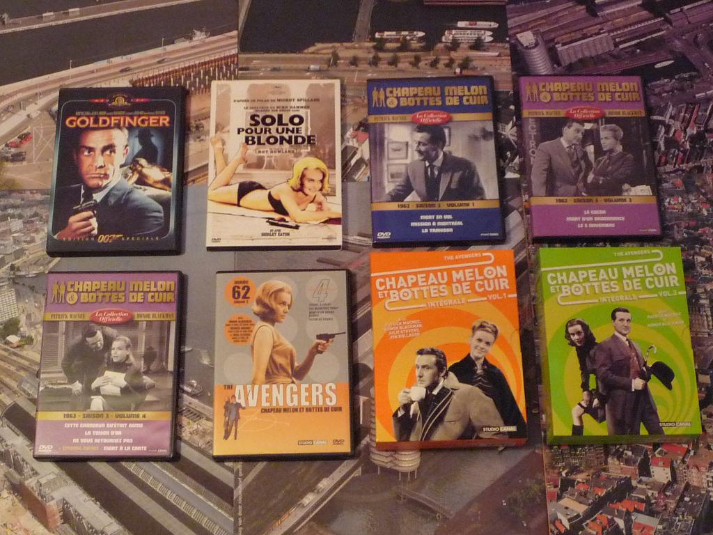 quelques VHS / DVD liés à James Bond ou aux James Bond Girls 020-p1130345-42de70a