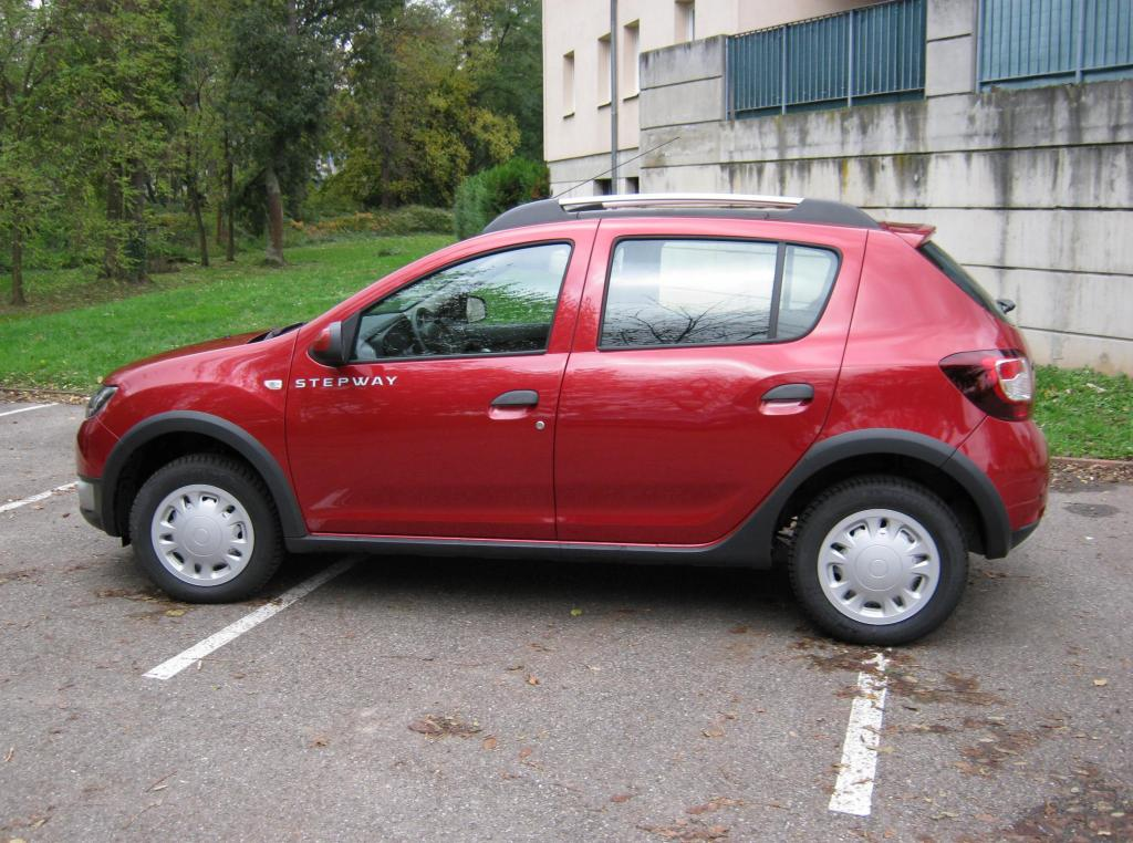 Dacia poitiers location dacia logan 2011 poitiers 86000 for Citroen antibes garage