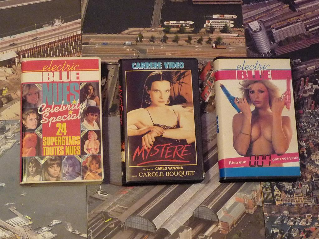 quelques VHS / DVD liés à James Bond ou aux James Bond Girls 113b-p1140467-42ddc61
