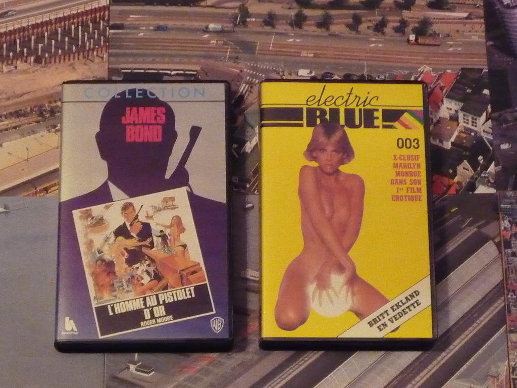 quelques VHS / DVD liés à James Bond ou aux James Bond Girls 085-p1140410-42de411