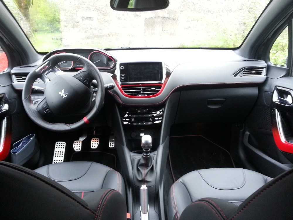 petite sportive yanky63 peugeot 208 gti 2013. Black Bedroom Furniture Sets. Home Design Ideas