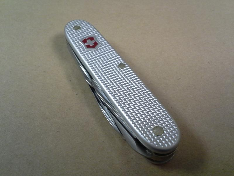 Ma collection Victorinox et wenger. [par Lucke] - Page 3 Photo-107-40c348c