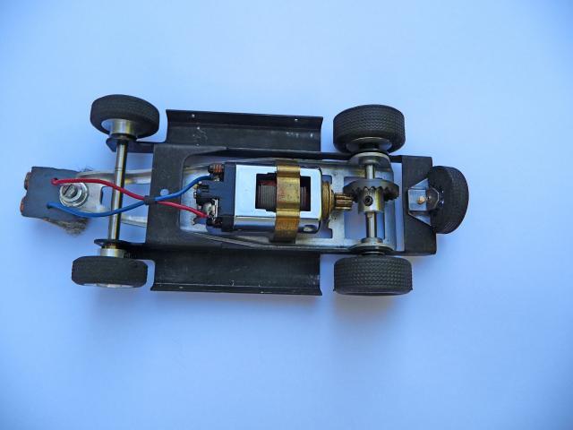 LOLA T70 au 1/32 et chassis COX P1080720-1--40e5274