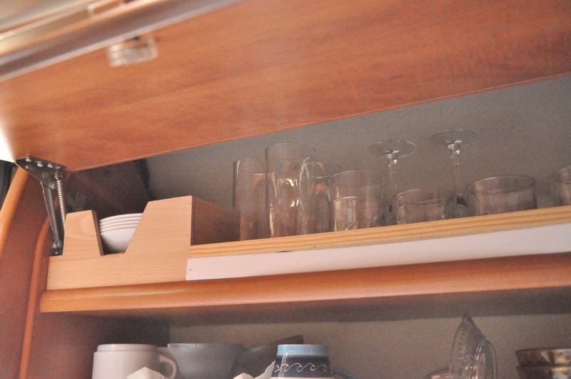 Forum camping-car par marque :: Astuce pour le rangement des assiettes et des verres