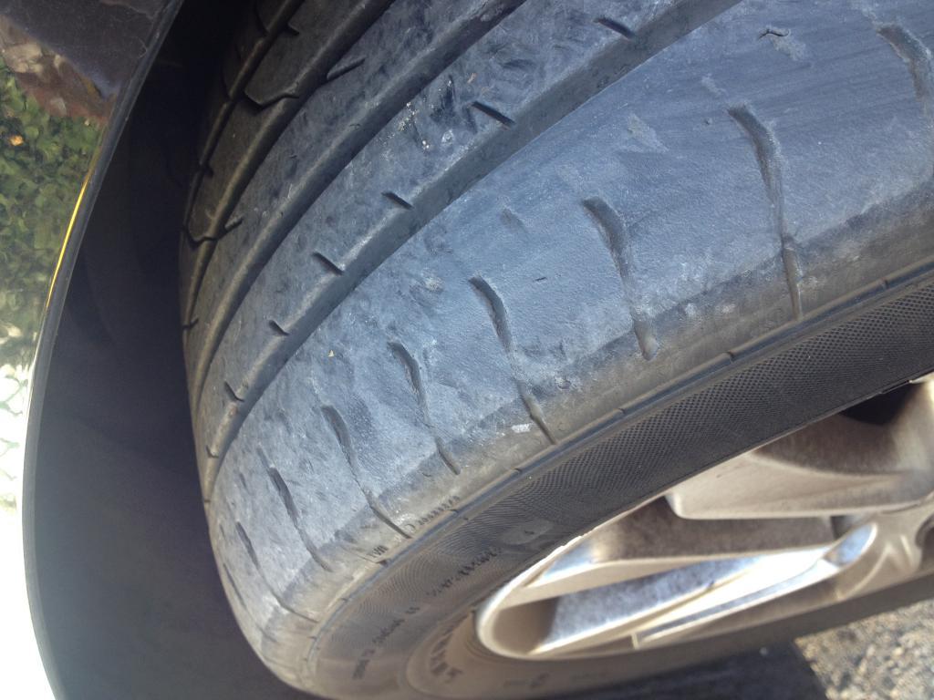 pneu qui explose en roulant automobiles pneus roues